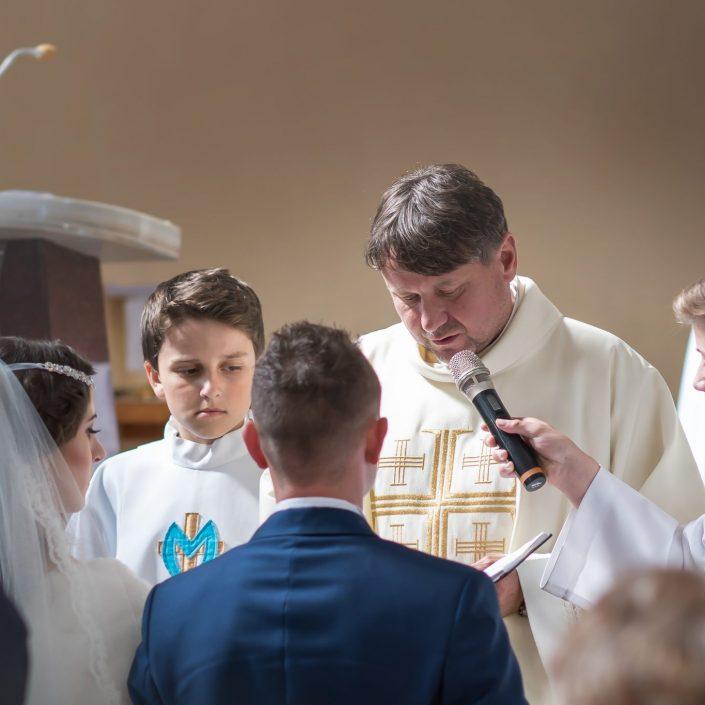 Svadobný obrad v celej svojej kráse a vážnosti zachytený svadobným fotografom