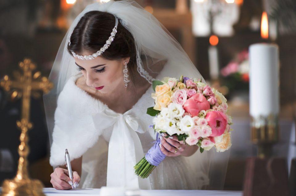 Ako si nájsť profesionálneho svadobného fotografa
