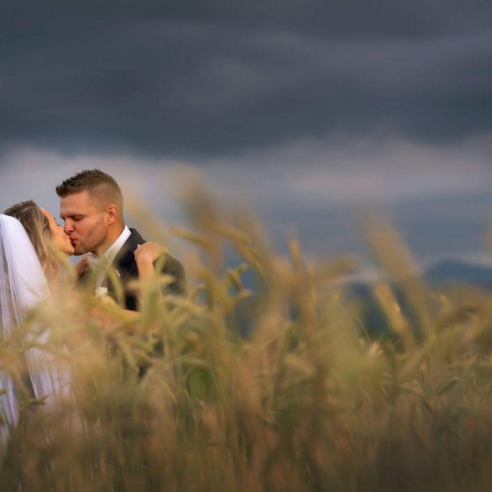 Dobrý svadobný fotograf vie kúzliť v každom počasí