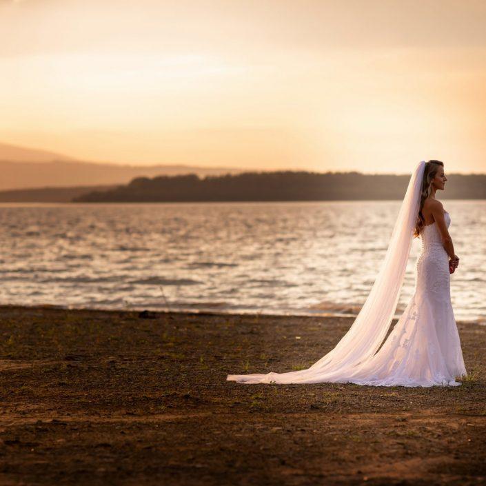 Keď svadobný fotograf čaruje so svetlom