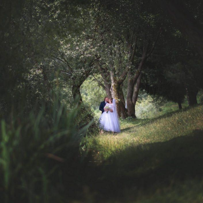 Dvojica si fotenie veľmi pochvaľovala aj vďaka skvelým nápadom svadobného fotografa