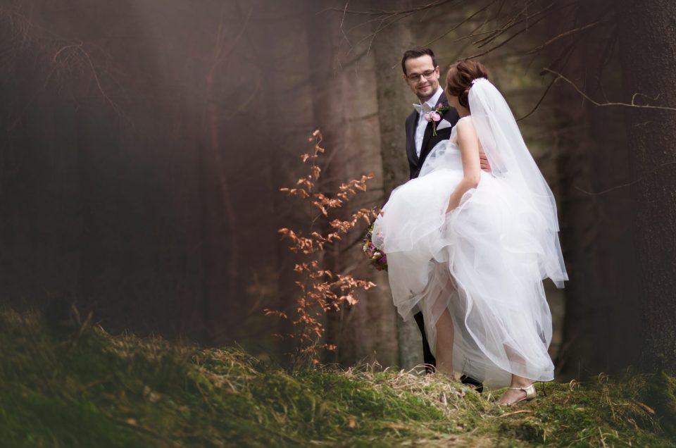 Skúsený svadobný fotograf