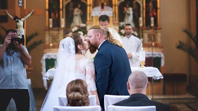 Žiadna nuda, ani klišé. Originálne spoločné svadobné fotografie urobia váš deň nezabudnuteľným